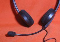 Kopfhoerer-mit-Mikrofon